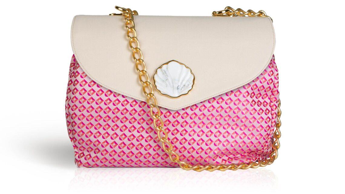 Una borsa made in Italy  dedicata ai marmi di Carrara è il souvenir che ogni donna sogna