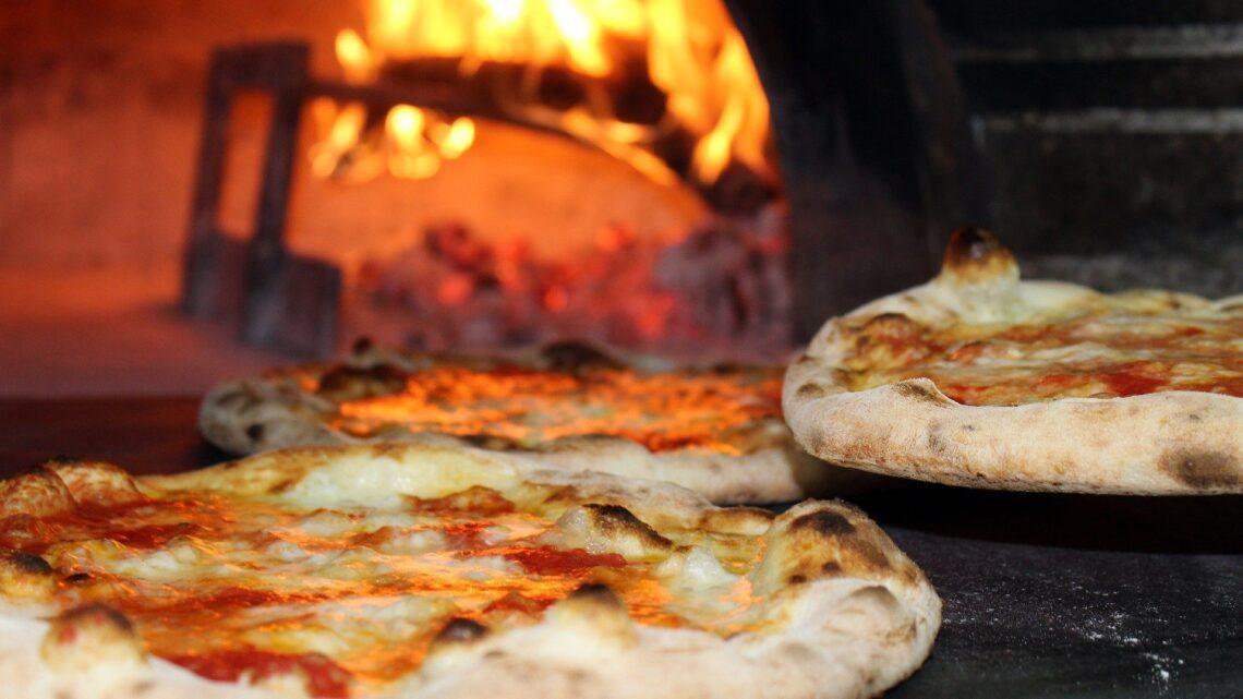 Mangiare pizza ci rende felici. Scoprite il perché e una ricetta last minute